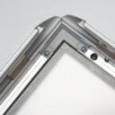 Pro-Display: уплотнительная резиновая полоса по периметру рамки защищает постер от влаги